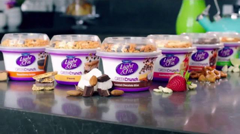 Dannon Light & Fit Greek Crunch TV Spot, 'Shake' - Thumbnail 4