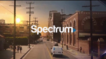 Time Warner Cable Spectrum TV Spot, 'More' [Spanish] - Thumbnail 10