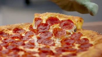 Pizza Hut Grilled Cheese Stuffed Crust Pizza TV Spot, 'Homesick Alien' - Thumbnail 9