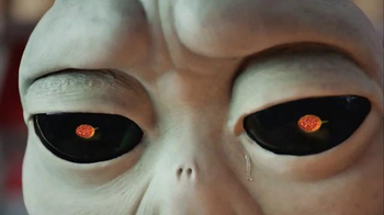 Pizza Hut Grilled Cheese Stuffed Crust Pizza TV Spot, 'Homesick Alien' - Thumbnail 8