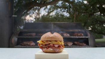 Arby's Smokehouse Brisket Sandwich TV Spot, 'Art Form' Song by YOGI - Thumbnail 4