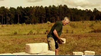 Wrangler Riggs Workwear TV Spot, 'Brett Favre Knows Hard Work' - Thumbnail 4