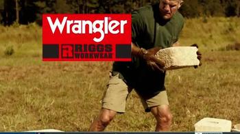 Wrangler Riggs Workwear TV Spot, 'Brett Favre Knows Hard Work' - Thumbnail 7
