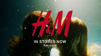 H&M TV Spot, 'New Autumn Collection 2016' Song by Lion Babe - Thumbnail 10