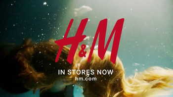 H&M TV Spot, 'New Autumn Collection 2016' Song by Lion Babe - Thumbnail 9