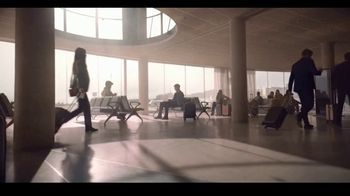 Giorgio Armani Sì Passione TV Spot, 'Aeropuerto' con Sara Sampaio [Spanish] - Thumbnail 5