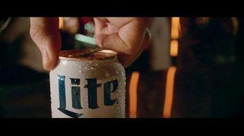 Miller Lite TV Spot, 'Con una hamburguesa' [Spanish] - Thumbnail 1