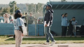 DIRECTV TV Spot, 'Little League: $200 Reward Card' - Thumbnail 7
