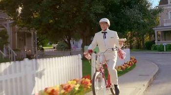 KFC Cinnabon Dessert Biscuits TV Spot, 'Fender Bender' - Thumbnail 1