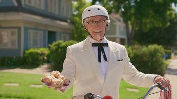 KFC Cinnabon Dessert Biscuits TV Spot, 'Fender Bender' - Thumbnail 9