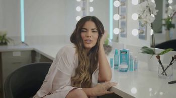 Neutrogena Hydro Boost TV Spot, 'Telemundo: 2019 Premios Billboard' con Gaby Espino [Spanish] - Thumbnail 4