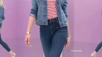 Old Navy High-Rise Rockstar TV Spot, 'Dile hola a los jeans de cintura alta' canción de Janelle Monáe [Spanish] - Thumbnail 5
