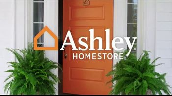 Ashley HomeStore Lowest Prices of the Season TV Spot, 'Camas, sofás y reclinables' canción de Midnight Riot [Spanish] - Thumbnail 1