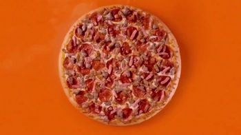 Little Caesars Pizza Hot-N-Ready 5 Meat Feast TV Spot, 'Batería' [Spanish] - Thumbnail 5