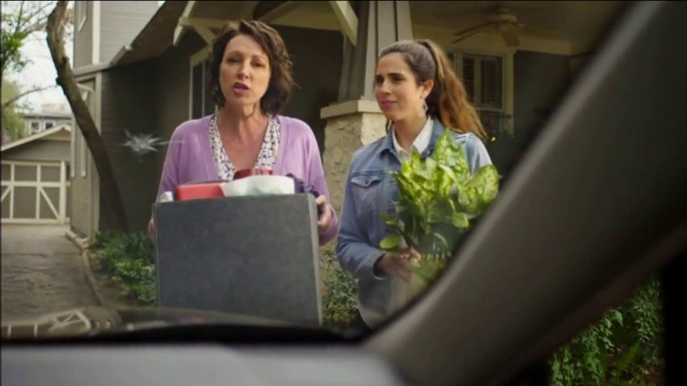 Safelite Auto Glass TV Commercial, 'Visiting Home'