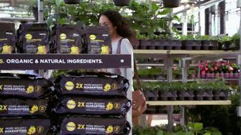 The Home Depot TV Spot, 'Hoy es el día para hacer: Miracle-Gro' [Spanish] - Thumbnail 3