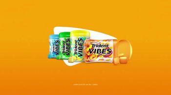 Trident Vibes Tropical Beat TV Spot, 'Suave' [Spanish] - Thumbnail 8