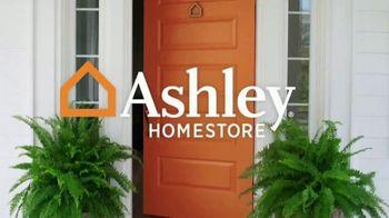 Ashley HomeStore Final Sale & Clearance TV Spot, 'Platform Bed' - Thumbnail 1