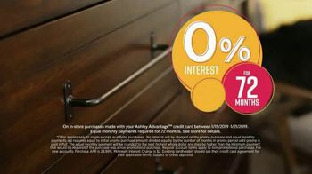 Ashley HomeStore Final Sale & Clearance TV Spot, 'Platform Bed' - Thumbnail 4