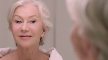 L'Oreal Paris Hydra-Nutrition Honey Eye Gel TV Spot, 'Younger & Refreshed Eyes' Ft. Helen Mirren - Thumbnail 9