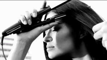 Garnier Fructis Sleek Shot TV Spot, 'Sáltate la plancha' canción de Bruno Mars [Spanish] - Thumbnail 1