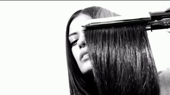 Garnier Fructis Sleek Shot TV Spot, 'Sáltate la plancha' canción de Bruno Mars [Spanish] - Thumbnail 2