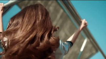 Garnier Fructis Sleek Shot TV Spot, 'Sáltate la plancha' canción de Bruno Mars [Spanish] - Thumbnail 7
