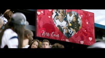 Head & Shoulders TV Spot, 'Kiss Cam'