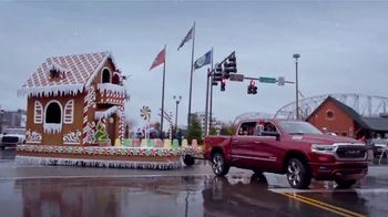 Ram Trucks Big Finish Event TV Spot, 'Holidays: Christmas Parade' Song by Gwen Stefani [T2] - Thumbnail 2