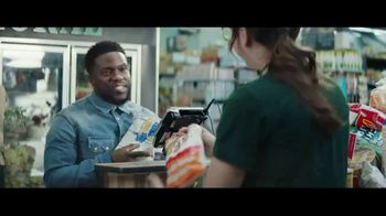 Chase Freedom Unlimited Card TV Spot, 'You're Always Earning at the Grocery Store' Featuring Kevin Hart - Thumbnail 8