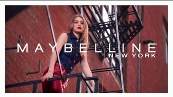 Maybelline SuperStay Matte Ink TV Spot, 'Tonos de Nueva York' con Gigi Hadid [Spanish]