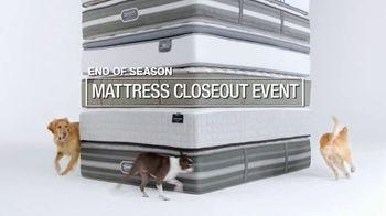 Macy's Mattress Closeout Event TV Spot, 'End of Season' - Thumbnail 2