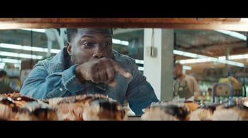 Chase Freedom Unlimited Card TV Spot, 'You're Always Earning' Featuring Kevin Hart - Thumbnail 7