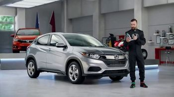 Honda Dream Garage Spring Event TV Spot, 'CR-V and HR-V' Featuring James Hinchcliffe [T2] - Thumbnail 7