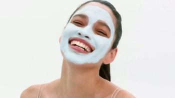 Nair Leg Mask TV Spot, 'Flawless, Radiant and Moisturized' - Thumbnail 1