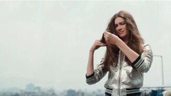 Garnier Fructis Sleek & Shine TV Spot, 'Súper liso' canción de Bruno Mars [Spanish] - Thumbnail 1
