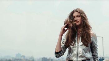 Garnier Fructis Sleek & Shine TV Spot, 'Súper liso' canción de Bruno Mars [Spanish] - Thumbnail 2