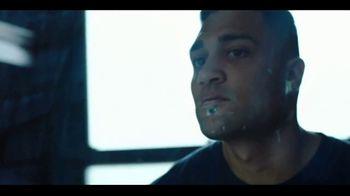 Gillette SkinGuard TV Spot, 'Listo para servir' [Spanish] - Thumbnail 5