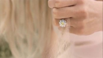 Swarovski Mother's Day Collection TV Spot, 'Beach' - Thumbnail 4