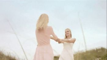 Swarovski Mother's Day Collection TV Spot, 'Beach' - Thumbnail 7