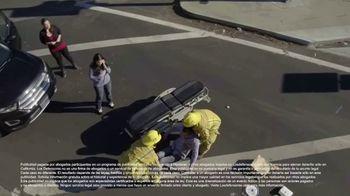 Los Defensores TV Spot, 'Camilla de rescate' con Jaime y Jorge Jarrín [Spanish]