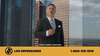 Los Defensores TV Spot, 'Camilla de rescate' con Jaime y Jorge Jarrín [Spanish] - Thumbnail 3