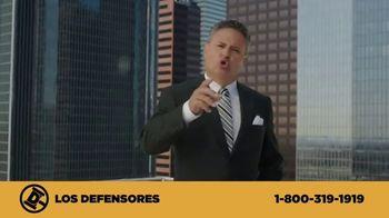 Los Defensores TV Spot, 'Camilla de rescate' con Jaime y Jorge Jarrín [Spanish] - Thumbnail 4