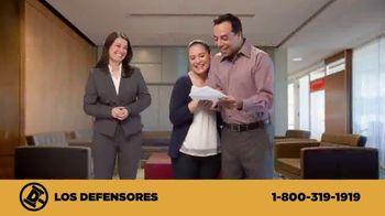 Los Defensores TV Spot, 'Camilla de rescate' con Jaime y Jorge Jarrín [Spanish] - Thumbnail 5