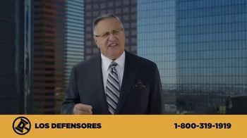 Los Defensores TV Spot, 'Camilla de rescate' con Jaime y Jorge Jarrín [Spanish] - Thumbnail 7