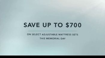 Tempur-Pedic TEMPUR-breeze TV Spot, 'Memorial Day: No More Nocturnal Baking' - Thumbnail 9