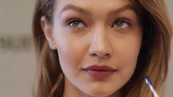 Sunglass Hut TV Spot, 'Sunglass to Fit Your Life' Featuring Gigi Hadid - Thumbnail 7