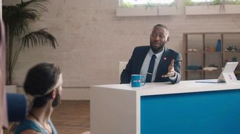 BMO Harris Bank Smart Advantage Checking TV Spot, 'Yoga' Featuring Lamorne Morris - Thumbnail 4