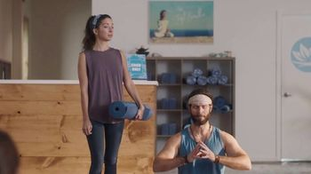 BMO Harris Bank Smart Advantage Checking TV Spot, 'Yoga' Featuring Lamorne Morris - Thumbnail 6