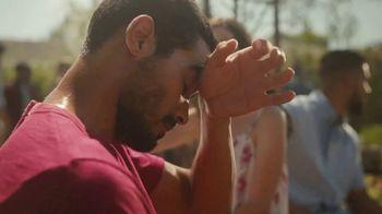 Coors Light TV Spot, 'Backyard Ice Hole' [Spanish] - Thumbnail 1